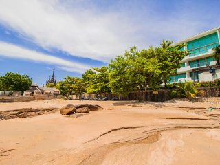 3 Bedroom Luxury Beachfront Apartment  Sanctuary Wong Amat, Pattaya