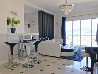 2BR apartment, wifi, balcony, private parking, sea view
