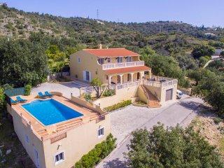 Villa Florencio - Non-overlooked 4 Bedroom Villa with Magnificent Views