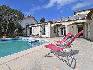 Grande Villa avec jardin et piscine au calme