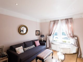 Elegant city centre 4 bedroom escape in popular Jericho