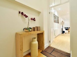 Spectacular 3BR apartment in exclusive Bayswater.