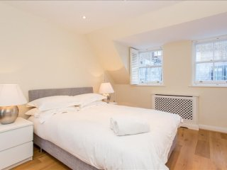 South Kensington 3BR mews home with parking