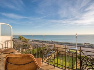 Seafront 3BR apartment just moments from Brighton Pier and town centre