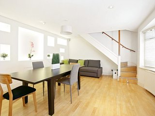 Abbey Road 1BR home just moments from the famous Beatle's landmark, London
