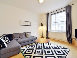Quaint 3 bedroom garden flat in the heart of Camden Town.