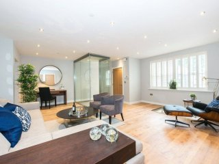 Stunning 5 bedroom home in central Paddington, moments from Hyde Park.