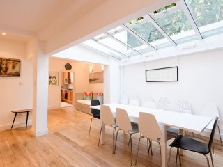 Incredible 4 bedroom family home with roof terrace in Kensington, London