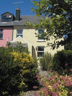 A lovely semi detached cottage close to all the local amenities.