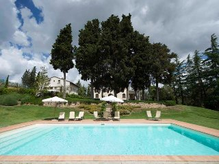 Carola is a villa with pool located in the heart of Tuscany, completely recently