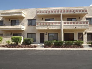 Lovely Updated Townhome on the Island, Lake Havasu City