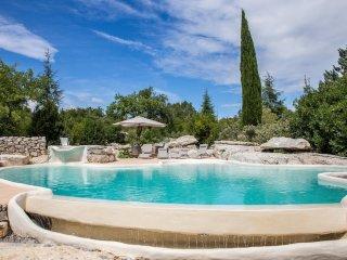Gîte de charme classé 4**** près d'une grande piscine atypique, Labeaume