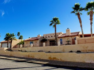5 bedroom / 4 Bath Pool, Huge Spa, Pool table, Horse shoes and much more, Lake Havasu City