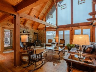 Upscale Mountain Cottage with Breathtaking Mountain Views near Blowing Rock, Boone