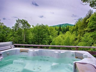 Cozy Mountain House on Mount Snow with Hot Tub, Dover