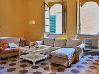 Heart of Lucca. Light-filled 300 sm apartment in historic building, with lift.
