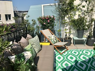 Luxury 3 bed/3 bath in the heart of Paris (Near Louvre)
