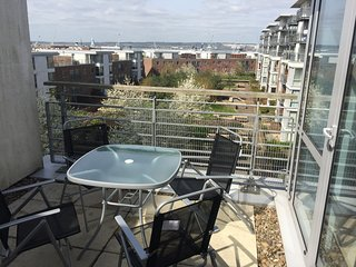 Private parking and terrace , 1 bed apt by the Historic Dockyard and Gunwharf