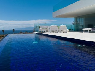 Modern Villa with panoramic views over Sea and Golf
