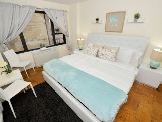 Ideal for families, 2 Bed Midtown East home with 24hr Doorman by Grand Central