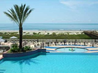 WHAT A VIEW! OVERLOOKING LAZY RIVER POOL, BEACH, LG PATIO, FAMILY FRIENDLY
