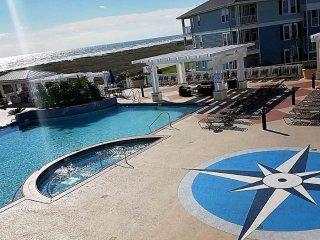 OCEANFRONT Beach Club Condo - First Row Beach, Premium Location, Sleeps 6, Galveston