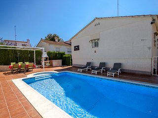 Catalunya Casas: Coastal villa Cunit for 10 guests, only 1.5km from the beach!