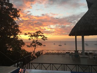 Buena Vista Roatan, Ocean Front, Great Sunsets, Quiet location on West side