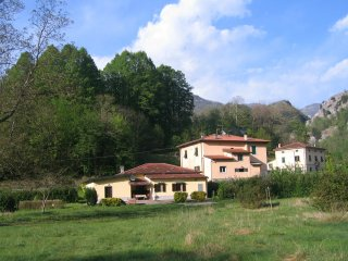 Tuscan renovated House with terrace, garden, panoramic views and access to river