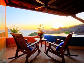 Luxurious PH overlooking the bay, Ixtapa