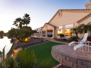 Val Vista Lakes Lakefront Estate-Heated Pool/Spa, bikes, boats, firepit sleeps12