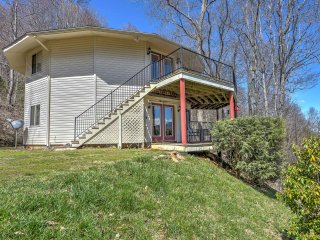 Apartment in Pisgah National Forest w/ Mtn. Views!