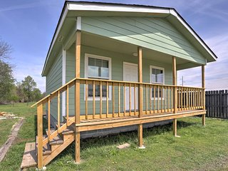 NEW! 2BR Grove Cabin - Mins From Lake & Fishing!