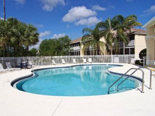 Affordable, Cozy 3BR 2Bath Condo w/resort pool 2 miles from Disney from $85/nt