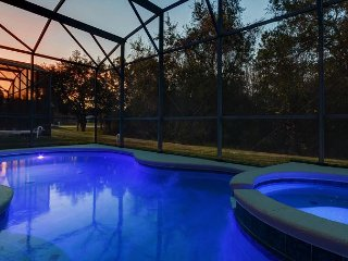 FREE POOL HEAT: 4 Bed Pool Home / Conservation Views and Complimentary WIFI