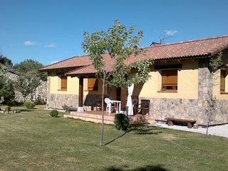 Alquilo finca de 2.230 m2 con casa de 120 m2 en casco urbano Vistas inmejorables, Rascafría