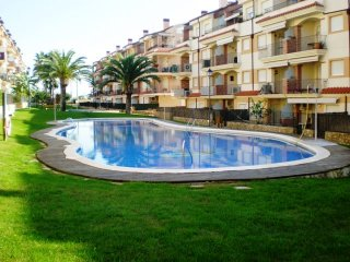 Apartamento con piscina comunitaria /Ideal familias.