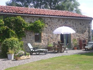 Lovely gite for up to 5 people plus baby, in a tranquil setting with lovely view