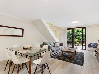 DARLINGHURST FULLY SELF CONTAINED MODERN 2 BED APARTMENT (1407GOUL), Sídney