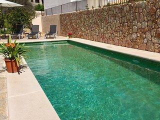 Traumhaft renovierte Villa mit großem Privatpool, ruhig gelegen