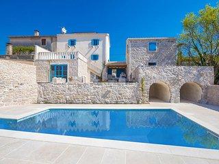 14001 Hervorragende luxuriöse Villa mit high class Designermöbeln eingerichtet, Rasopasno