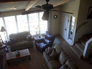 Mountainview Escape -Cabin with an Awesome View and Close to Ski Run Road W/Wifi