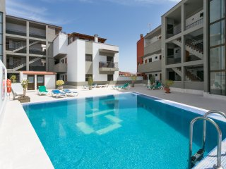 APARTMENT IN CANDELARIA-POOL- NEAR THE SEA-WIFI