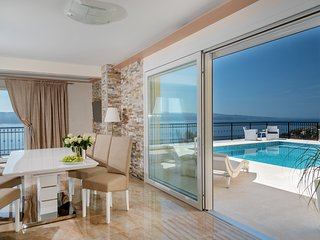Luxury Villa Mimice Majesty with pool near the sea in Mimice -  Omis