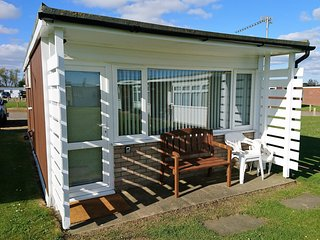 Detached 2 Bedroom Chalet at California Sands, situated close to Norfolk Broads, Hemsby