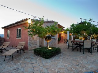 C52MLL Pretty villa set amidst well maintained gardens, Alcudia