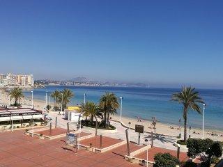 Calpe (Alicante). 1a linea de playa de la Fossa. Apartamento en la tercera plant