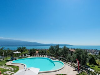 2 Bedroom Apartment lake view, Toscolano-Maderno