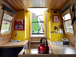 Star Narrowboat Holidays - Unique Narrowboat Hire since 2012