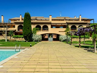 Costabravaforrent Montgri 7, 2 bedroom apartment with shared pool